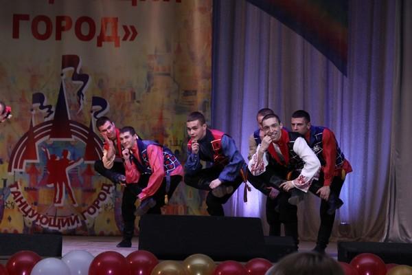 Участие в фестивале приняли ансамбли танца дости и аруна
